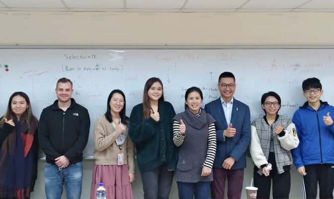Group photo with Dr. Yin (fifth from the left) and Dr. Chia-Yi Lee (sixth from the left), the instructor of the Seminar.