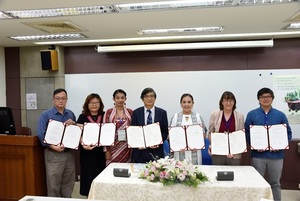 Presenting the university-level MoU of NCCU & IFSU, NCCU & UHM and the department-level MoU of department of Ethnology, NCCU & departmeny of Anthropology, UCLA