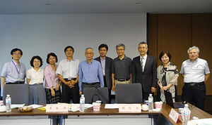 A group photo of committee members attending the 3rd Lo Chia-Luen ICSLS Committee Meeting (Photo by the Lo  Chia-Luen International Chinese Studies Lecture Series Office)(Open new window/png file)